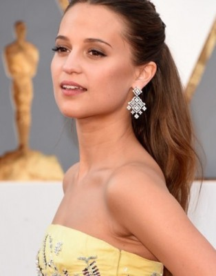 Alicia-Vikander-Oscars-2016-Red-Carpet-Fashion-Louis-Cuitton-Tom-Lorenzo-Site-TLO-8