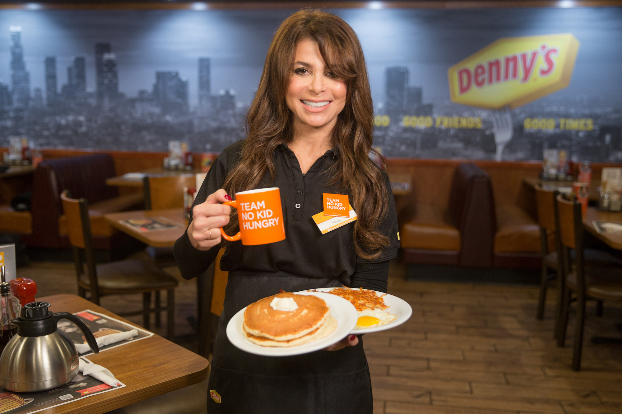 paula-abdul-supports-dine-out-for-no-kid-hungry