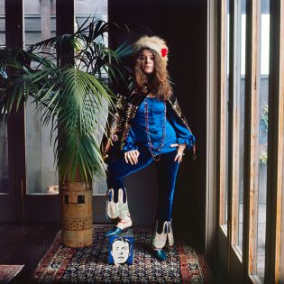 American singer and songwriter Janis Joplin (1943-1970) at Spaulding Taylor's house, San Francisco, January 1968.